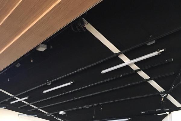 plafonds-laine-de-roche-salle-des-fetes-scene-givrand-rocfon-color-all-holding-pichaud-vinet5E8E6E13-92B8-392A-4C2F-FCA1E696316F.jpg