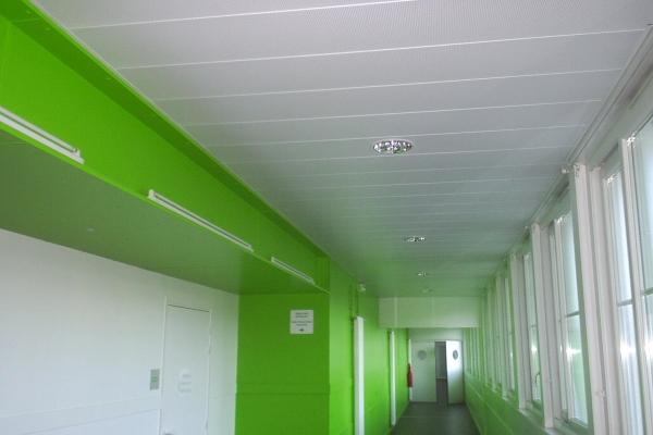 plafonds-suspendus-metal-college-lucon-bac-metallique-holding-pichaud-vinet7BEB3DB1-620C-C3C0-A6B3-36D3B0725E60.jpg