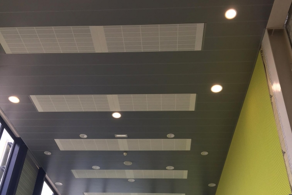 plafonds-aluminium-plafonds-alu-bouffere-salle-de-sport-luxalon-300-c-holding-pichaud-vinet9047C79A-D2AE-6BE4-1C0D-2DC8FDF7907D.jpg