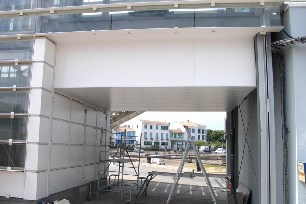 plafonds-aluminium-gare-maritime-ile-d-yeu-luxalon-150-c-holding-pichaud-vinetA1469A68-3C28-50F1-7496-72CC84681E04.jpg