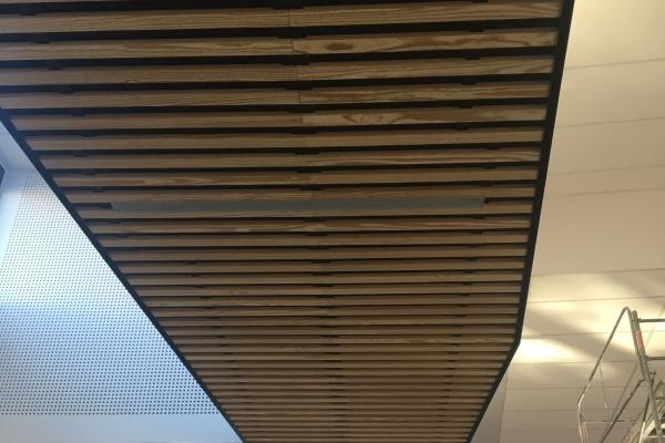 plafonds-bois-holding-pichaud-vinet1AA8B8BE-4444-01EF-BB95-B07C919C9F2E.jpg